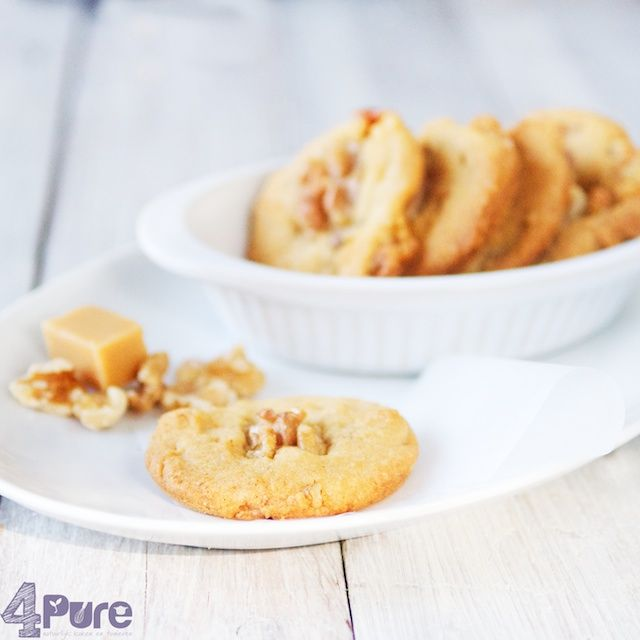 Walnut cookies with caramel - 4Pure #walnut #cookies #caramel #baking #recipe #4pure http://www.4pure.nl #vegetarian