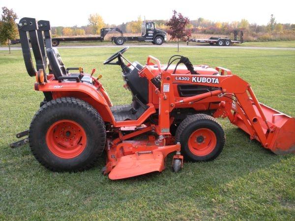 10500 Kubota B2410 Compact Tractor W Loader And Mower
