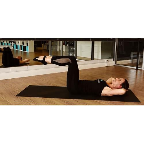 flattening our tummies with a special series of abdominal curls.Welcome to week four of the Women's Weekly's with Xtend Barre instructor, Shay Stafford.