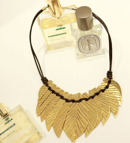 Feather necklace  http://www.pinkymint.com/shop/step1.php?number=45358&b_code=B20110425024620