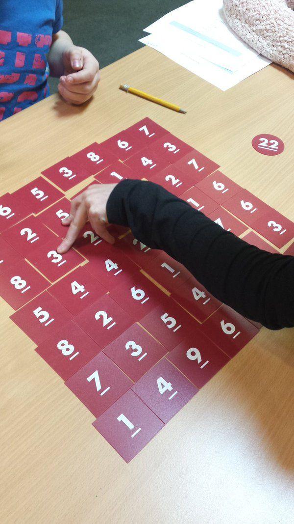 #groep6 en #groep7 oefenen met elkaar de basisvaardigheden #rekenen, met de spelletjes van #MetSprongenVooruit.