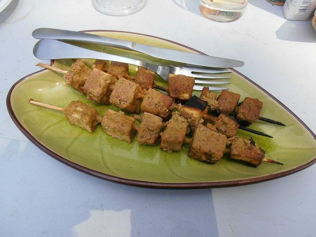 Brochettes de tofu fumées sauce satay