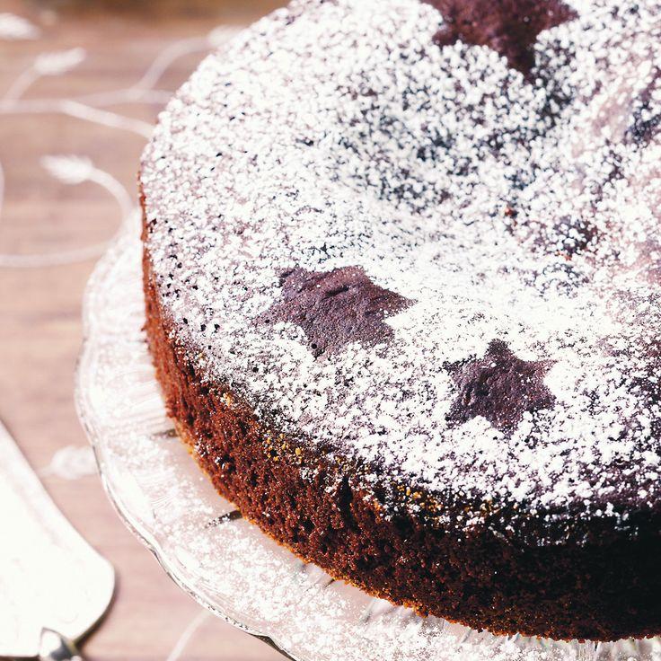 Piparinmakuinen mutakakku sopii pikkujoulujen tai joulupöydän jälkiruoaksi.