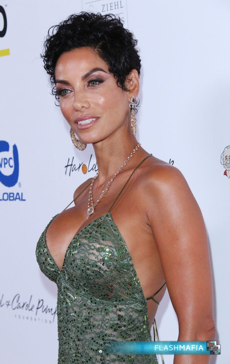 Nicole Murphy and Her Boobs Attend Foundation Gala Event in Los Angeles on Flashmafia