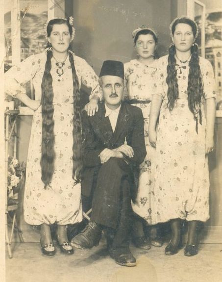 balkan-thug:  onenefes:  Bosnian Muslim family in Sarajevo. A lot of Bosnian Muslim women had such long hairs before, they usually braided them. My grandmothers had same hair like those women above.  my grandmother & her sisters too had such long hair :D