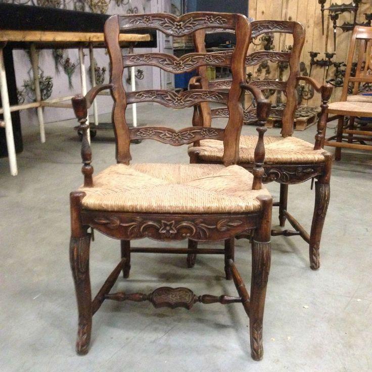 Modifier la description     deux fauteuils louis XV en chêne foncé dossier à barrette piètement à entretoise .XX siècle .