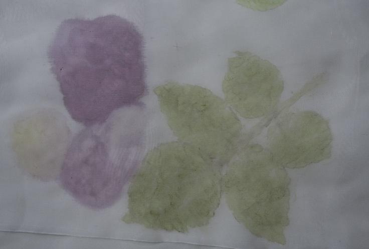 Silk, rose petals and leaves www.plastusia.blogspot.com