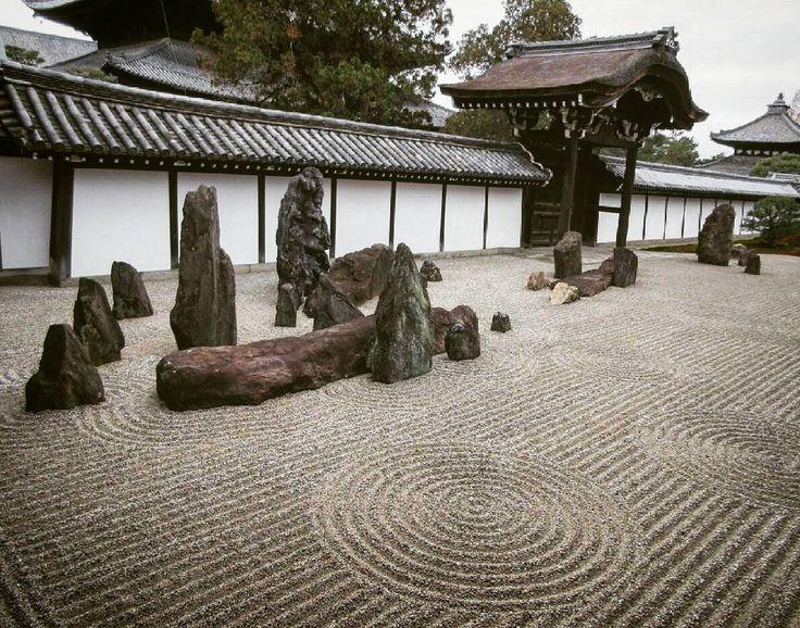 南庭は砂紋がとても綺麗でした(ノ*゜▽゜*) #東福寺#南庭#枯山水庭園 #京都#東福寺八相庭#砂紋#重森三玲  #tofukuji #minamitei #karesansui #kyoto #samoan #shigemorimirei