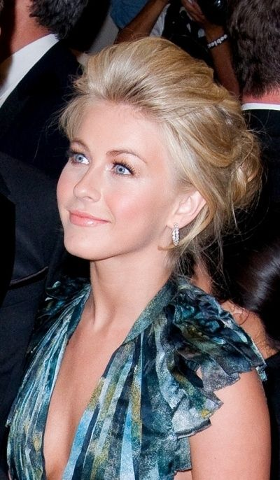 Julianne Houghs elegant pouf updo