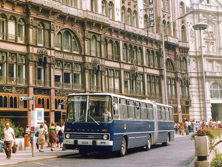 A Bus, With number  7. It goes  thru  the inner City , Budapest, Hungary