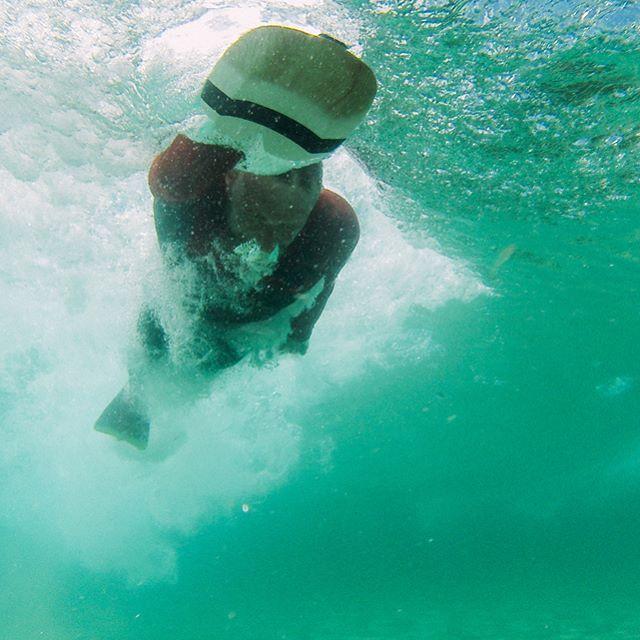 #dafin #dafinhi #handplane #lebucheron #lebucherondelamer #bodysurf #bodysurfing #torpedopeople #palmipede #wood #handmade #madeinbretagne #handsurf #disign / @dafineurope /photo @matlodin