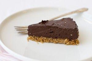 Recept voor raw choco-kokostaart! Suikervrij, zuivelvrij, raw en lekker! | Voedzo,