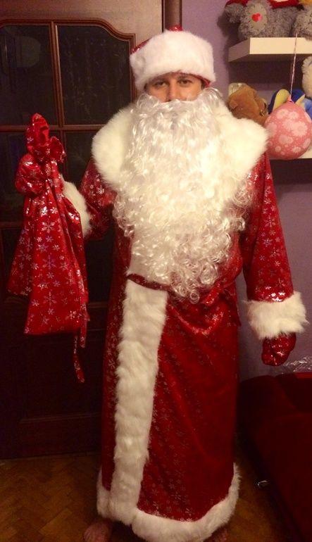 Полицейские сменили погоны на костюмы Деда Мороза и Снегурочки