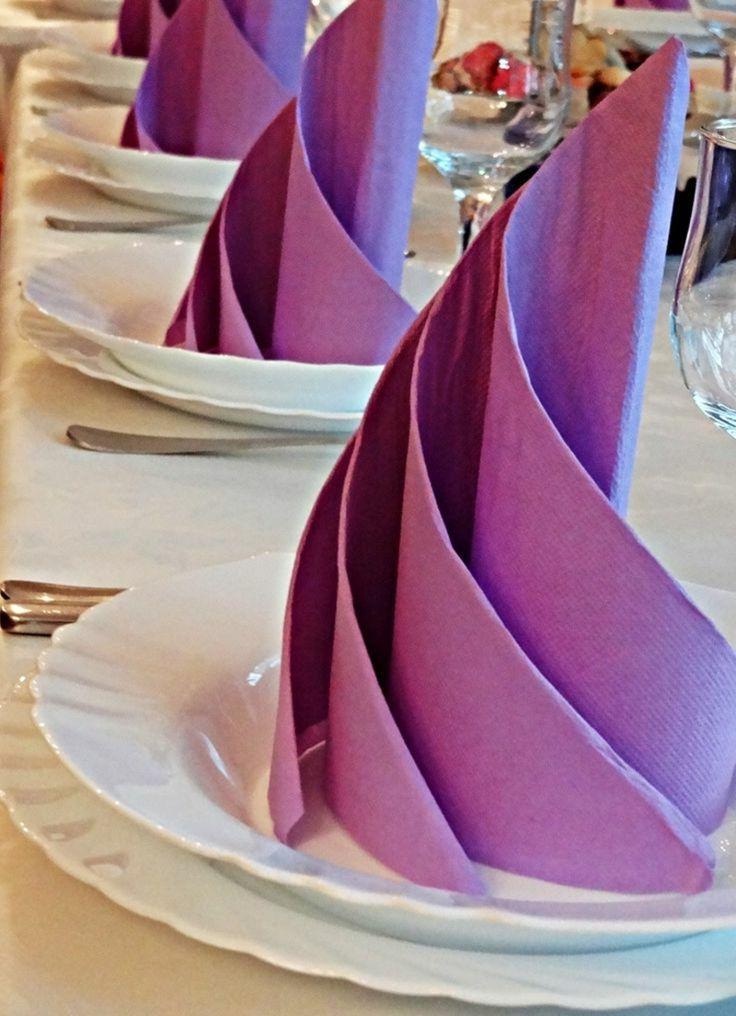 Papierservietten falten lila Teller