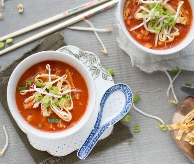 Het makkelijke recept voor een overheerlijke Chinese tomatensoep! Makkelijk om te maken, binnen 45 minuten klaar en waanzinnig lekker.