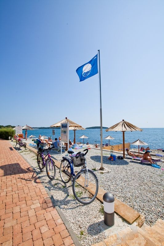 The beach in camping Zelena Laguna is awarded with the Blue Flag! More on: http://lagunaporec.com/activities-experiences/nature-beaches-in-porec/blue-flag #summer #nature #sea #awards #camping #Porec #Istria #Croatia