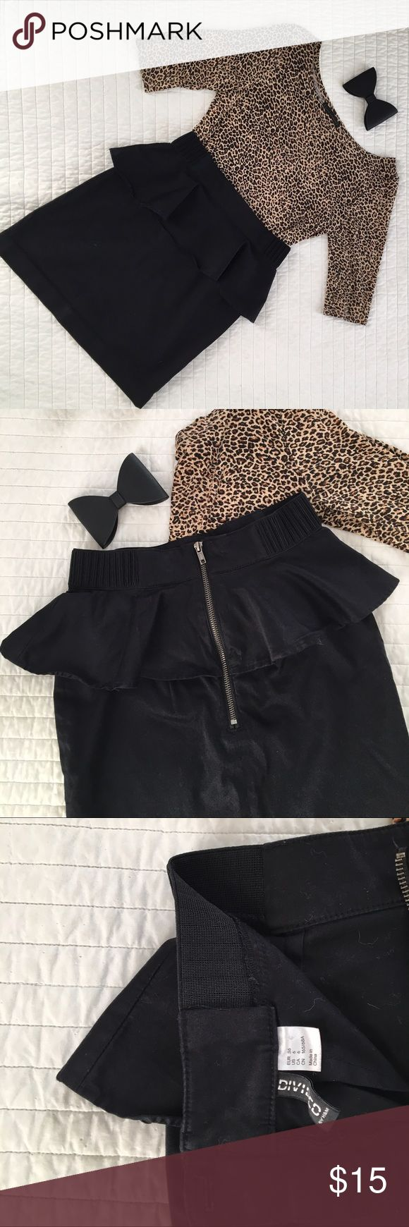 H&M Black Peplum Skirt - Size 6 H&M Black Peplum Skirt - Size 6 - very cute black peplum skirt with exposed zipper - EUC H&M Skirts Mini
