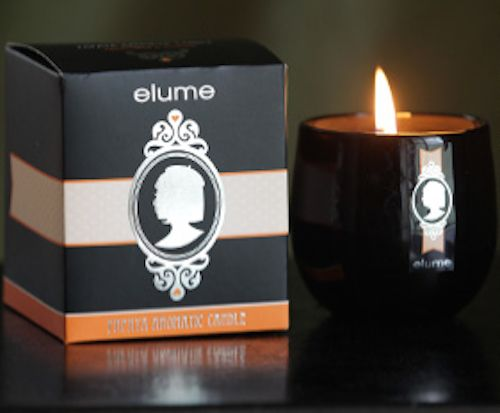 Elume Silhouettes – Papaya scented candle. The Papaya Silhouette captures the juicy frangrance of fresh papaya infused with a hint of vine-ripened passionfruit. Reminiscent of warm summer days in the tropics, the thick luscious scent of ripe papaya will indulge the senses.    With their silver-foiled silhouettes and sophisticated black block these elegant and contemporary jar candles add a stylish touch of luxury to any interior.