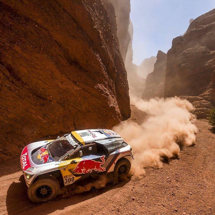 #PEUGEOT3008DKR terceira etapa do Rally Dakar 2017 com pódio da marca francesa.  Depois de passar pelo pico do #Dakar2017 com mais de 5000m de altitude Stéphane Peterhansel assinou a vitória seguido de perto por seus companheiros Carlos Sainz e Sébastien Loeb.  #CarroEsporteClube #peugeot3008 #rallydakar