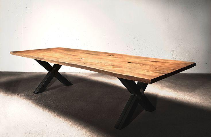 Esstisch Holztisch Massivholztisch Eiche auf Maß Baumkante Industriedesign | Holzwerk-Hamburg
