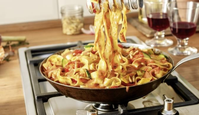 Tagliatelle in Mascarpone-Pinienkern-Sauce - ein schmackhaftes Rezept aus der Kategorie Gemüse. MAGGI Kochtipps für ein gutes Gelingen.