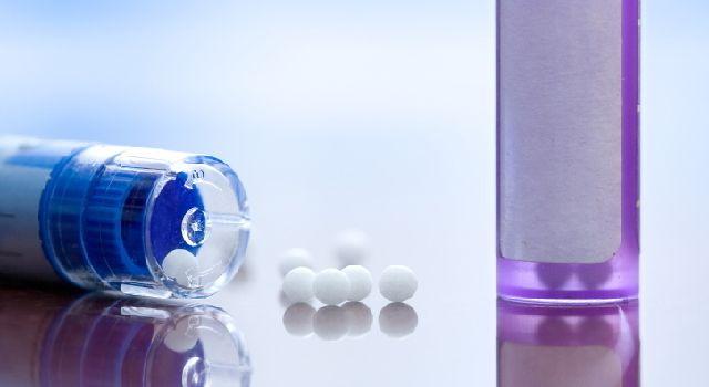 Toux grasse, toux sèche, avec fièvre, sans fièvre, accentué le jour ou la nuit… L'homéopathie propose des solutions pour chaque cas différent.