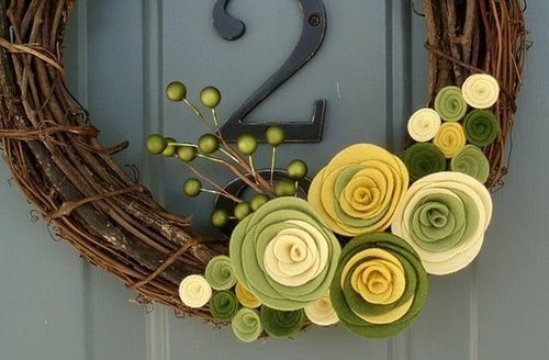 Wreath: Crafts Ideas, Color, Front Doors, Fall Wreaths, Felt Wreaths, Spring Wreaths, Wreaths Ideas, Felt Flowers Wreaths, Felt Flower Wreaths