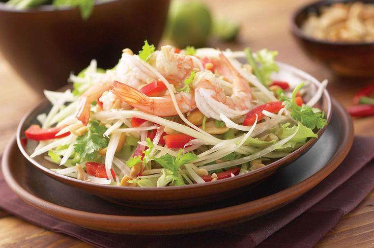 Som Tam – diretamente da Tailândia, essa salada à base de mamão verde desfiado é combinada com um ou todos os seguintes: açúcar de palma, alho, suco de limão, molho de peixe, suco de tamarindo, camarão seco e, muitas vezes, frutos do mar, tomate, cenoura, feijão e amendoim.