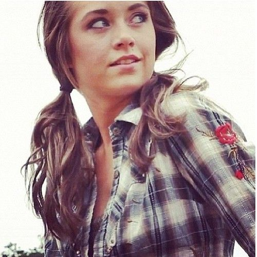 Such a cute pic of Amber Marshall!! I'm absolutely lovin' the hair.