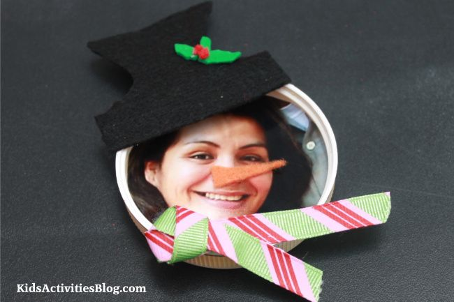 christmas craft snowman fridge magnet - Do you spend over fifty dollars on stocking stuffers? Here are some fun handmade stocking stuffers craft ideas.