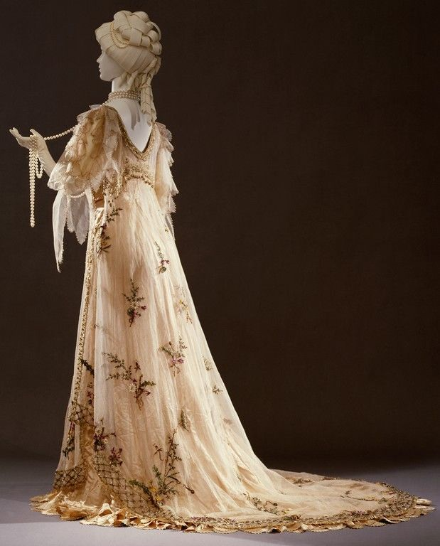 1906 Rosa Genoni evening dress.