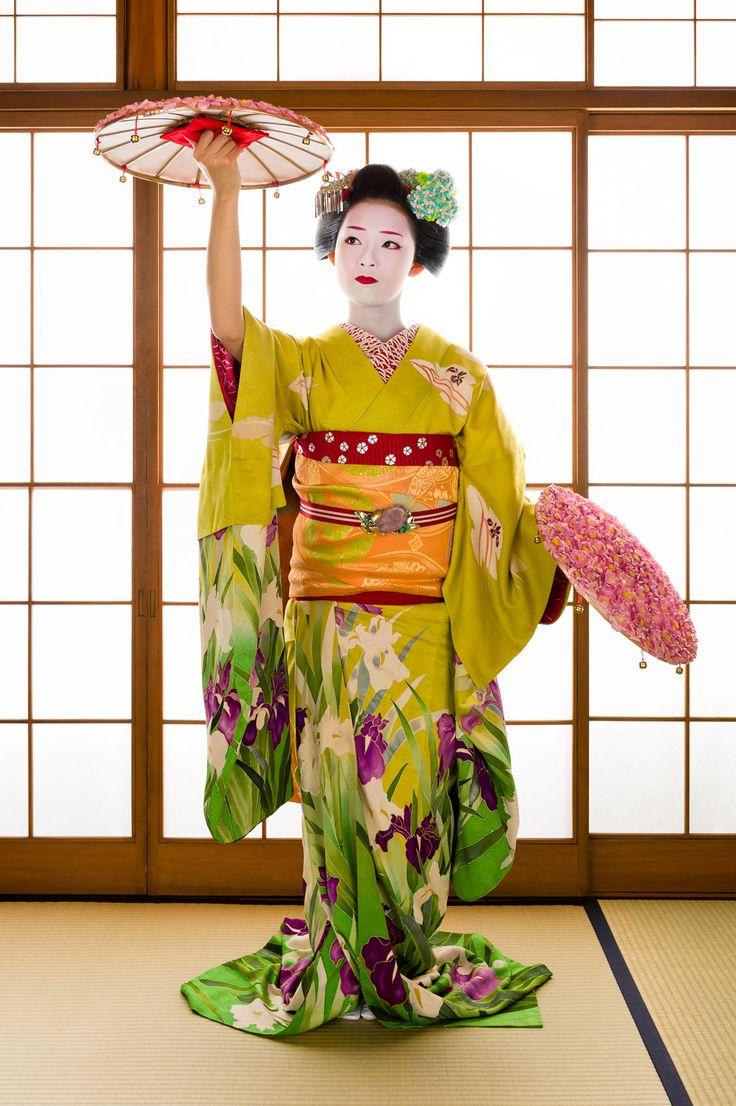 John Paul Foster - A Photographer of Geisha, Maiko, and Kyoto   Geisha & Maiko I   6