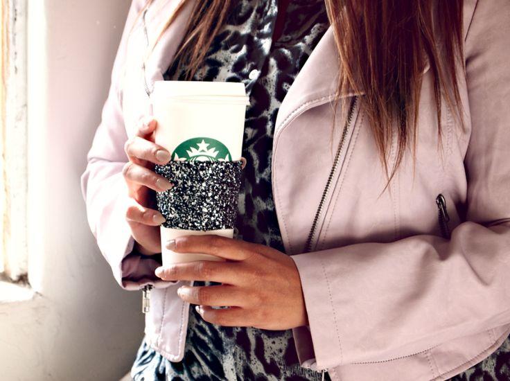 DIY: Reusable Coffee Cup Sleeve by Glitter 'n' Glue.>WANNNTTT