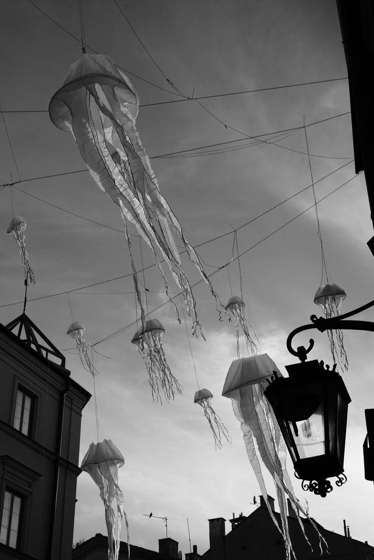 https://flic.kr/p/UdBmex   The Great Gig In The Sky   The Culture Night in Lublin. June 2017.  Instagram: @alec.chernivtsi ·  urban.photos · facebook · tumblr