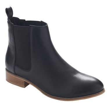 Women's ankle boots by Hush Puppies. The timeless Chelsea re-booted on a contrasting, casual outsole. Manix in soft black leather features a padded leather sock for all day comfort and a stylish tan leather veneer heel.