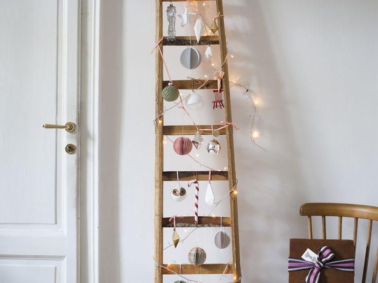 Crea tu stessa delle palle di Natale tridimensionali leggere e poetiche, mono-bi-o-multicolor come preferisci. Perfette per l'albero o altre destinazioni più originali come la scala a pioli che vedi in [...]