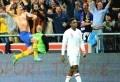 Zlatan Ibrahimovic a signé mercredi un quadruplé lors de la victoire suédoise sur l'Angleterre (4-2) en match amical. L'attaquant du Paris Saint-Germain s'y est pris en deux temps pour donner l'avantage aux Scandinaves à la 20e minute. Danny Welbeck a égalisé pour les Anglais (35e), avant que le milieu de Liverpool Steven Gerrard ne fête [...]