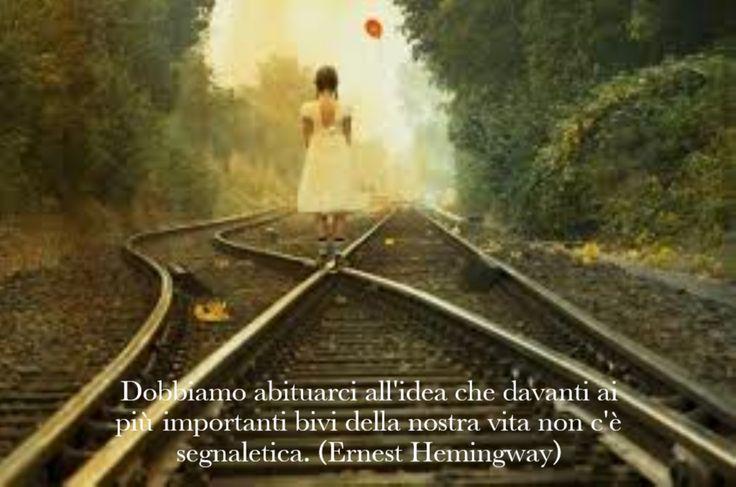 Dobbiamo abituarci all'idea che davanti ai più importanti bivi della nostra vita non c'è segnaletica. (Ernest Hemingway)