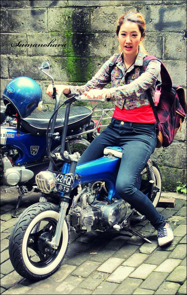 Kimmy with blue dax