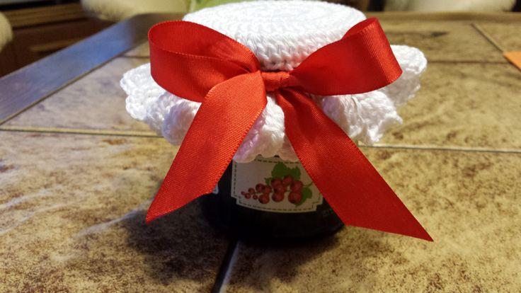 háčkovaná čepička na marmeládu