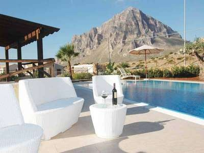 VILLA CORNINO - Delightful villa with personal swimming-pool situated near the small town of Cornino, at the foot of Mount Cofano, a beautiful Natural Preserve.  This holiday home is located against a splendid setting, between the Cofano Mountain at its back and the.