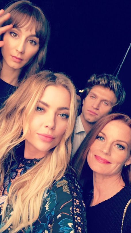 Keegan, Troian, Ashley and Laura on set for PLL 7x20 (10/14/16)