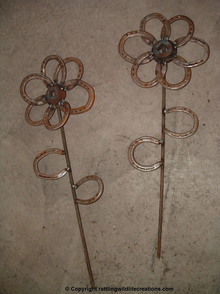 Garden flowers made out of horseshoes!!