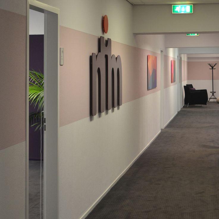 Ontwerp #Binnenkijken #Interieuradvies #NIM Maatschappelijk werk #kantoor #office #projectinrichting #paars #purple #rose #pink