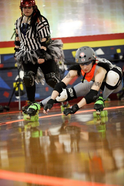 Holy cow that's low! Para-Not-So-Normal # B00  Mason-Dixon Roller Vixens (hagerstown, MD)