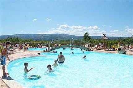 """Camping Le Soleil Fruité **** Frankrijk - Rhône-Alpes - Drôme - Châteauneuf-sur-Isère   Beoordeling: 8,3 Bekijk 69 beoordelingen - Camping geschikt voor gehandicapten - wifipunt -  tenten en stacaravans te huur - opp. 140m2 - """"Familiecamping met ruime plaatsen en mooi uitzicht. Modern sanitair en gezellige bar en restaurant. Weinig schaduw. Zwembad met glijbaan aanwezig."""""""