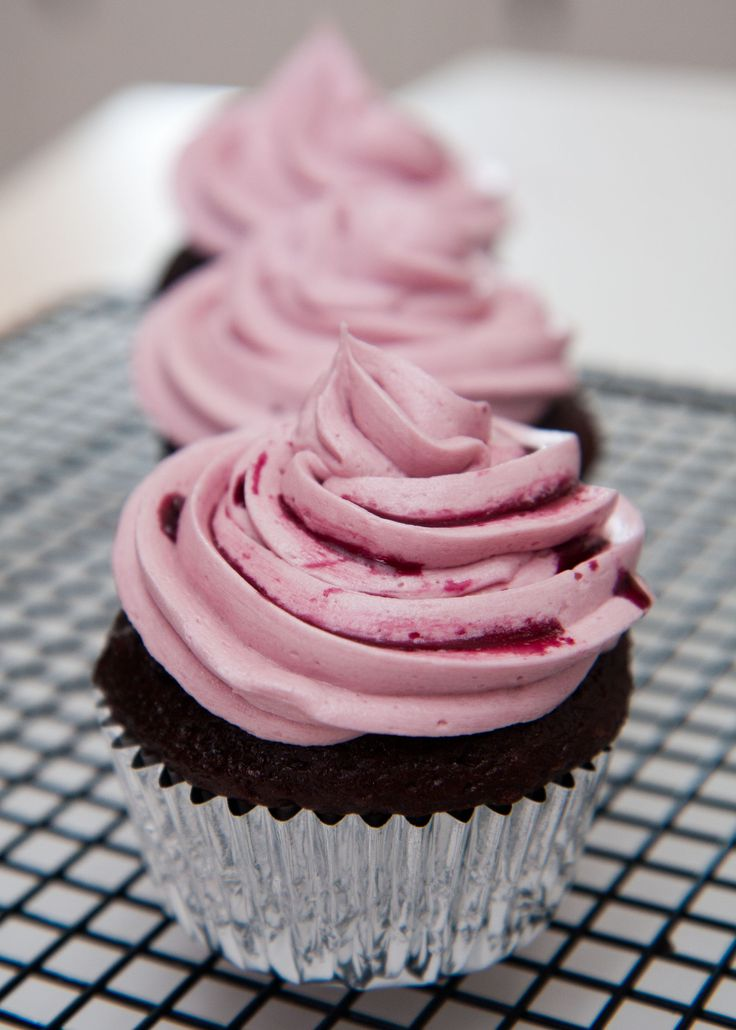 Stella Rosa Rosso chocolate cupcakes. Self-explanatory right? Try out our recipe for this treat! On our blog at http://stellarosawines.com/