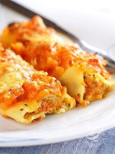 Cannelloni with pumpkin - I Cannelloni alla zucca sono un primo buono e salutare! All'insegna delle verdure di stagione e di un ripieno cremoso, tutto arancione!