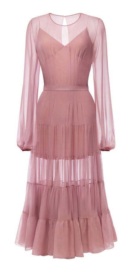 Платье с пышной юбкой ярусами ниже колена из шифона, пышный рукав. В комплект входит шелковая сорочка. Можно носить с поясом или бархатным корсетом.