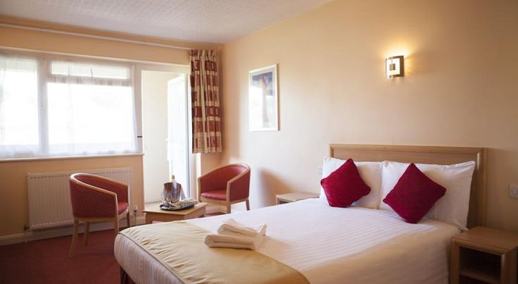 Antoinette Hotel Kingston Kingston upon Thames Ideally located overlooking landscaped gardens, The Antoinette Hotel Kingston is half a mile from the centre of Kingston upon Thames. It offers free Wi-Fi and free parking on site.